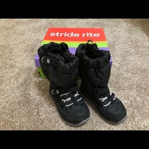 Stride Rite 6W Made 2 Play Sneaker Boots